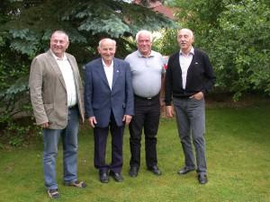 Adolf Lorenz (zweiter von links) mit Vereinsmitgliedern und Vorsitzendem Dr. Ziegler
