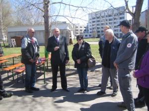 Begrüßung des Hilfskonvois durch den Bürgermeister der Stadt Slawutitsch