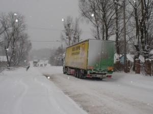 Chaosverhältnisse durch Schneesturm und Eisglätte beim Hilfskonvoi