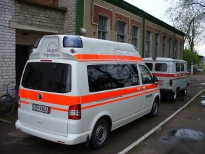 Der neue Rettungswagen für das Krankenhaus Naroditsche wurde beim Konvoi 2012 übergeben